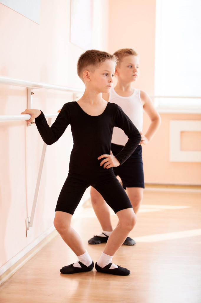 danzaricerca offre corso gratis bambini maschi balletto